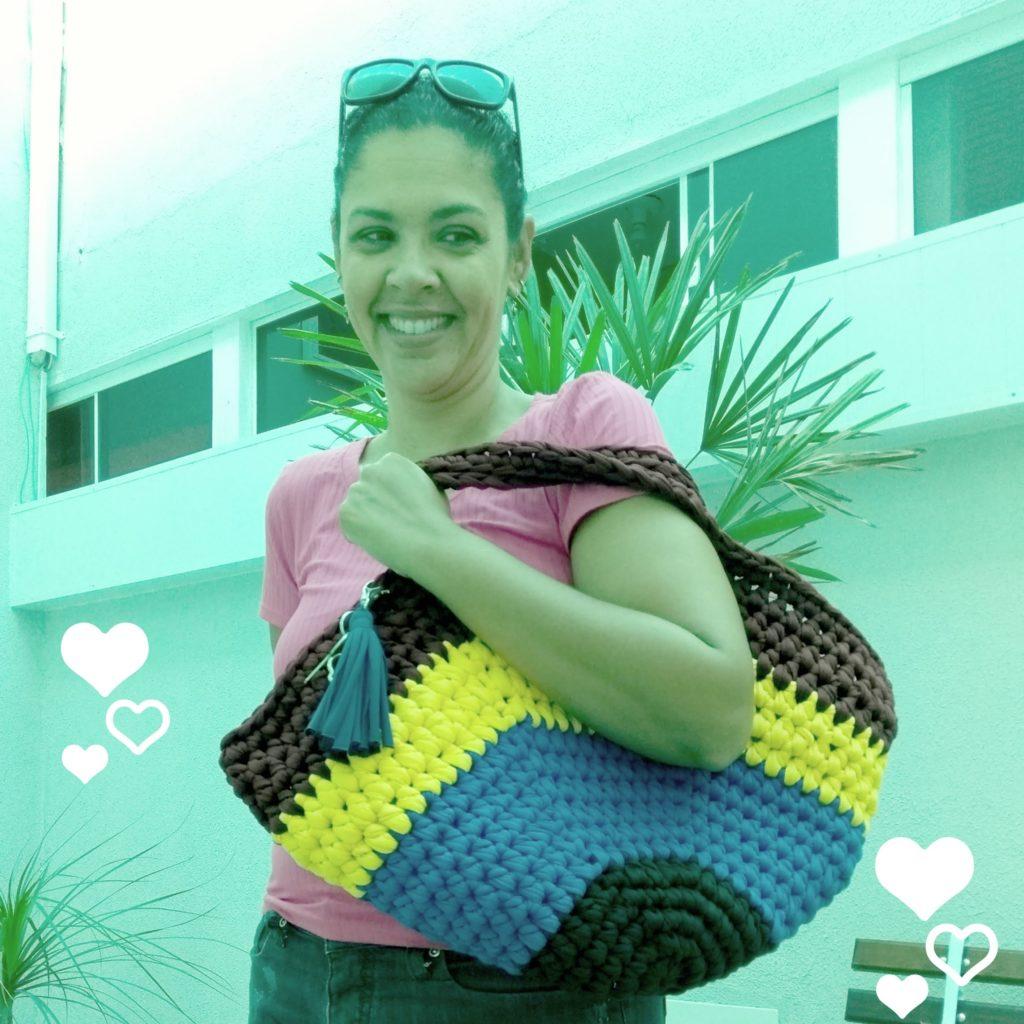Eu usando a sacola Maju ensinada pela Mari do @pragentemiuda